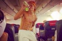Бывшая стюардесса показала фотографии самых отвратительных пассажиров