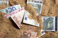 Как спрятать деньги в отпуске: 15 хитрых вариантов