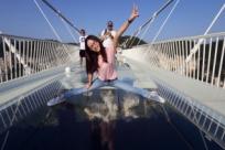 В Китае открылся самый длинный стеклянный мост