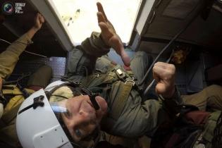 Пожарный десант: прыжки с парашютом в огонь