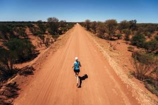 Она пробежала по пустыням 40 марафонов подряд