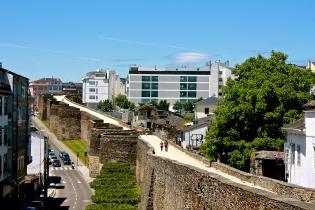 Древнеримские стены в городе Луго