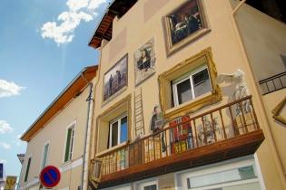Художник превращает скучные дома в веселые