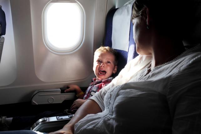 Как усмирить ребенка в самолете
